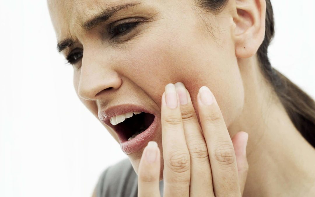 Как избавиться от зубной боли в домашних условиях